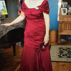 Dresses & Skirts - Mother of the Bride/Groom Dress size 12